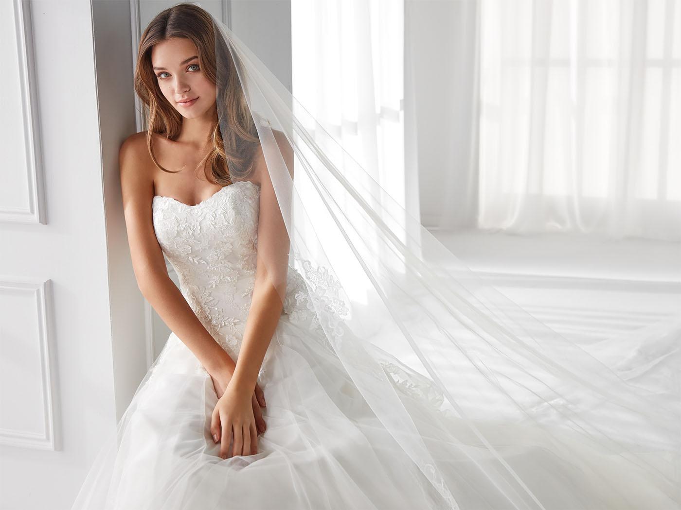 Abito da sposa redingote in tulle ricamato