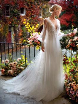Abito da sposa scivolato in tulle e scollo profondo a V